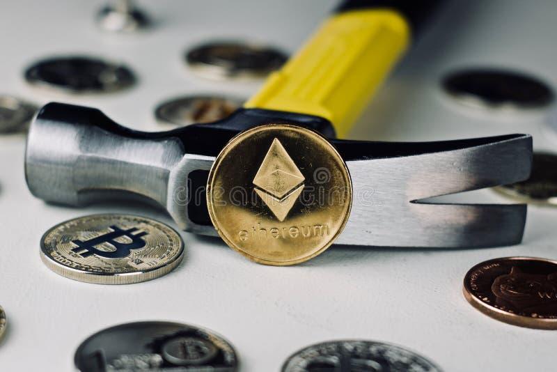 Ethereum młot i moneta fotografia royalty free