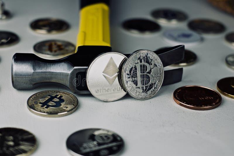 Ethereum młot i moneta zdjęcie stock