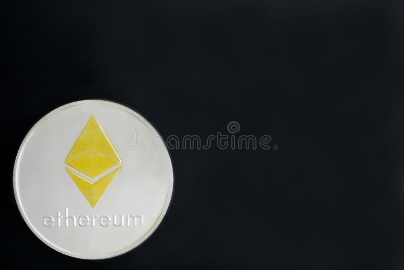 Ethereum monety na czarnym tle, kopii przestrzeń dla teksta Cryptoc fotografia royalty free
