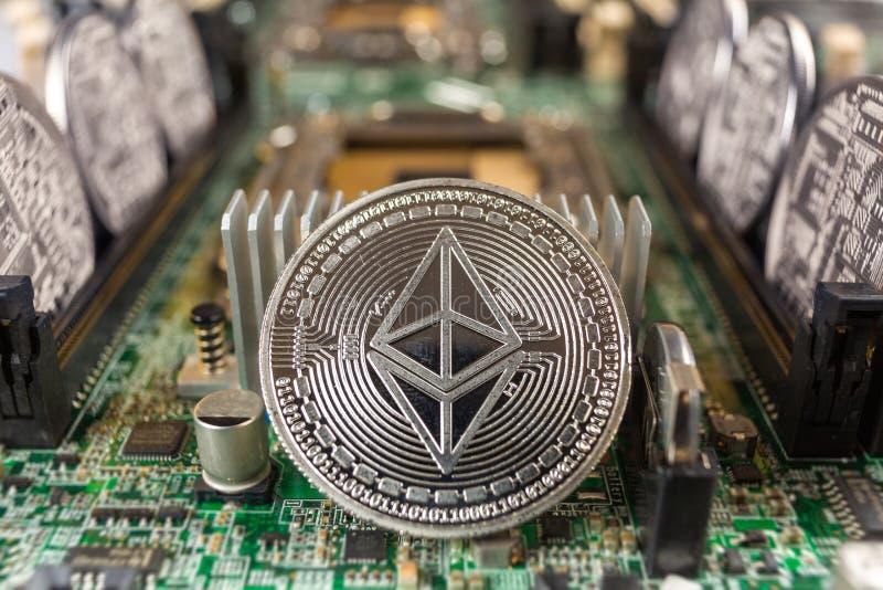 Ethereum mynt på en teknologiströmkrets arkivfoto