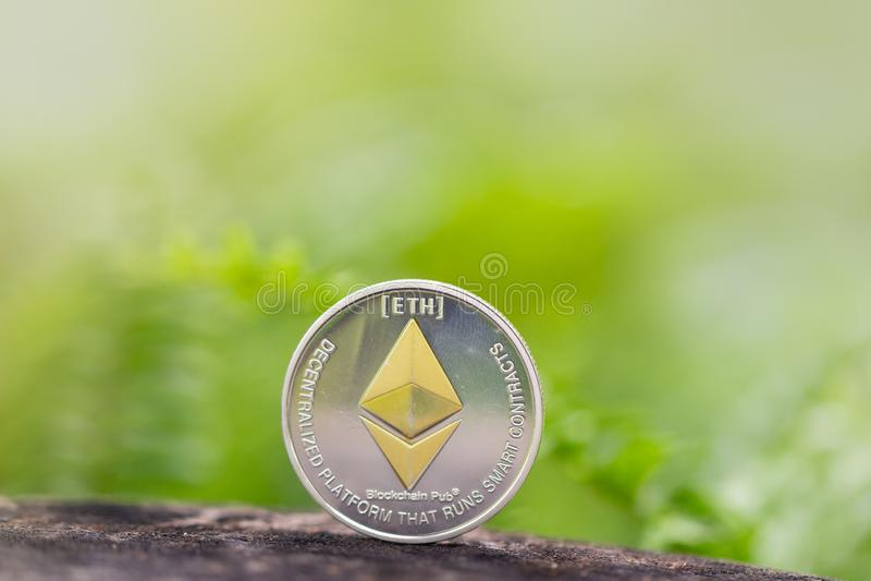 EthereumETH is een gedecentraliseerd platform dat slimme contracten in werking stelt royalty-vrije stock fotografie