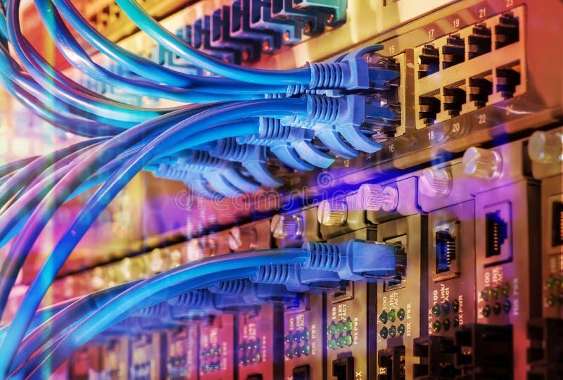 Ethernetów kable i sieci zmiana centrum LAN system Communicati obraz stock