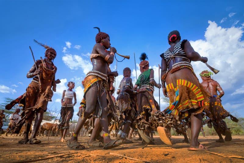Ethiopië, Turmi-dorp, Omo-vallei, 16 09 2013, het Dansen Hamer t royalty-vrije stock fotografie