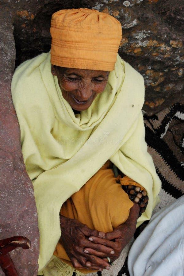 ethiopian religiös kvinna royaltyfri bild