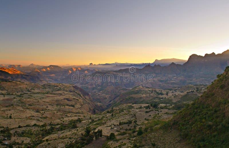 Ethiopisch landschap bij dageraad stock afbeelding