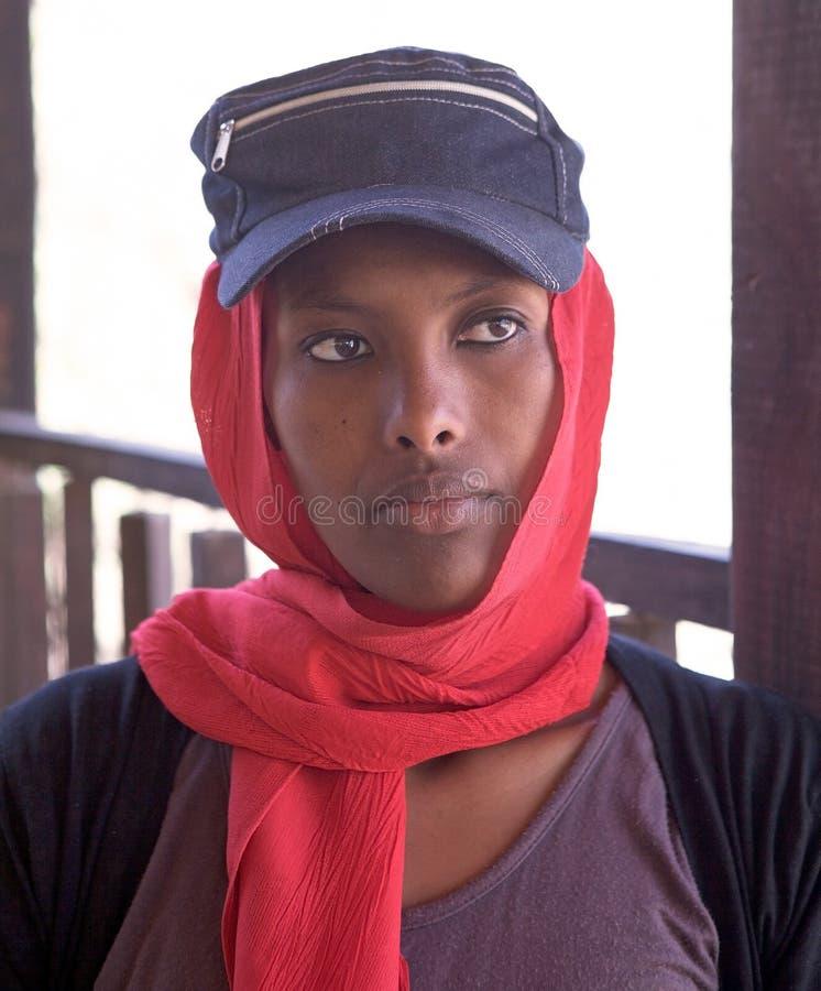 Download Ethiopische vrouw redactionele stock afbeelding. Afbeelding bestaande uit jong - 29505799