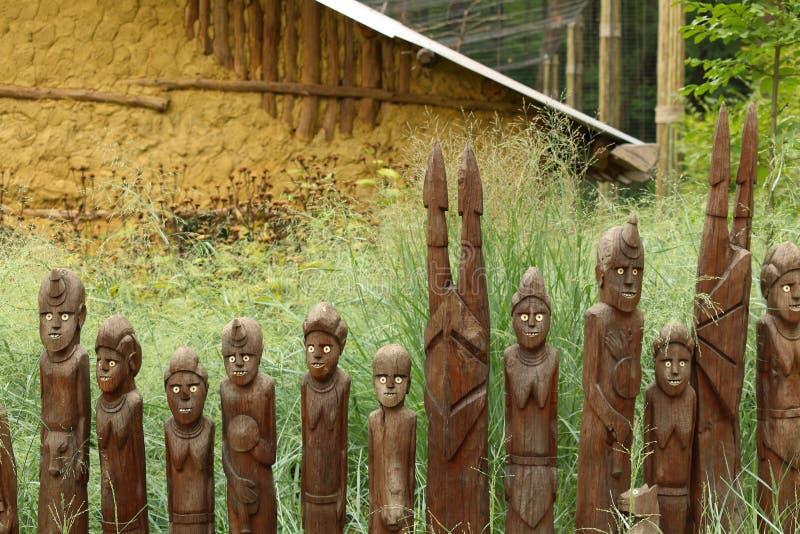 Ethiopische Waka-standbeelden in DIERENTUIN Lesna, Zlin stock afbeeldingen