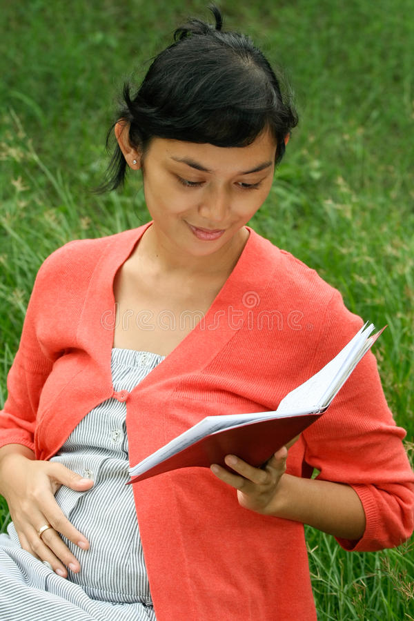 Ethnic pregnant woman read medical report royalty free stock images