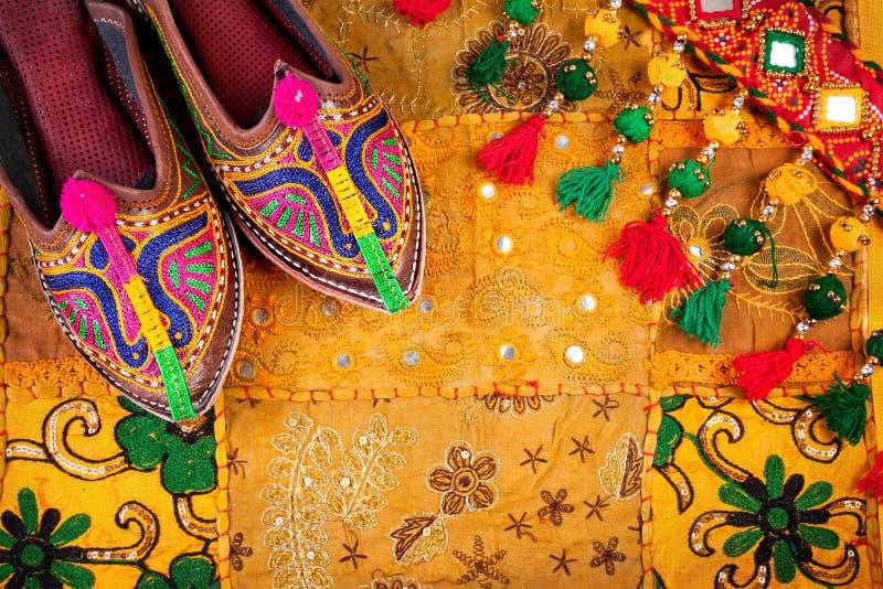 Ethnische Rajasthan-Schuhe und -gurt stockbilder