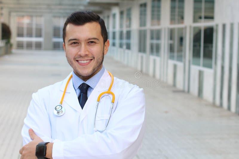 Ethnischer eleganter Doktor mit Kopienraum stockfotos