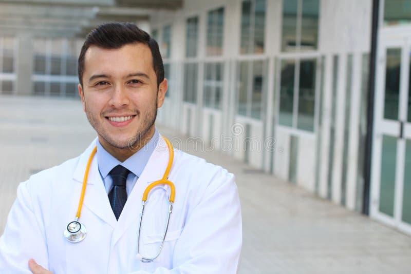 Ethnischer eleganter Doktor mit Kopienraum stockbilder