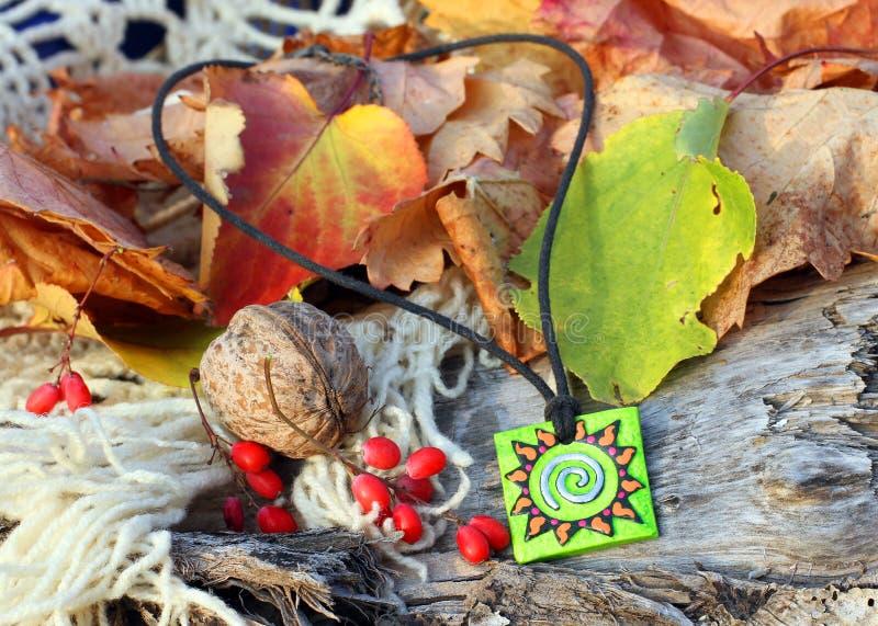 Ethnisches handgemachtes magisches Lehmamulett lizenzfreie stockfotografie
