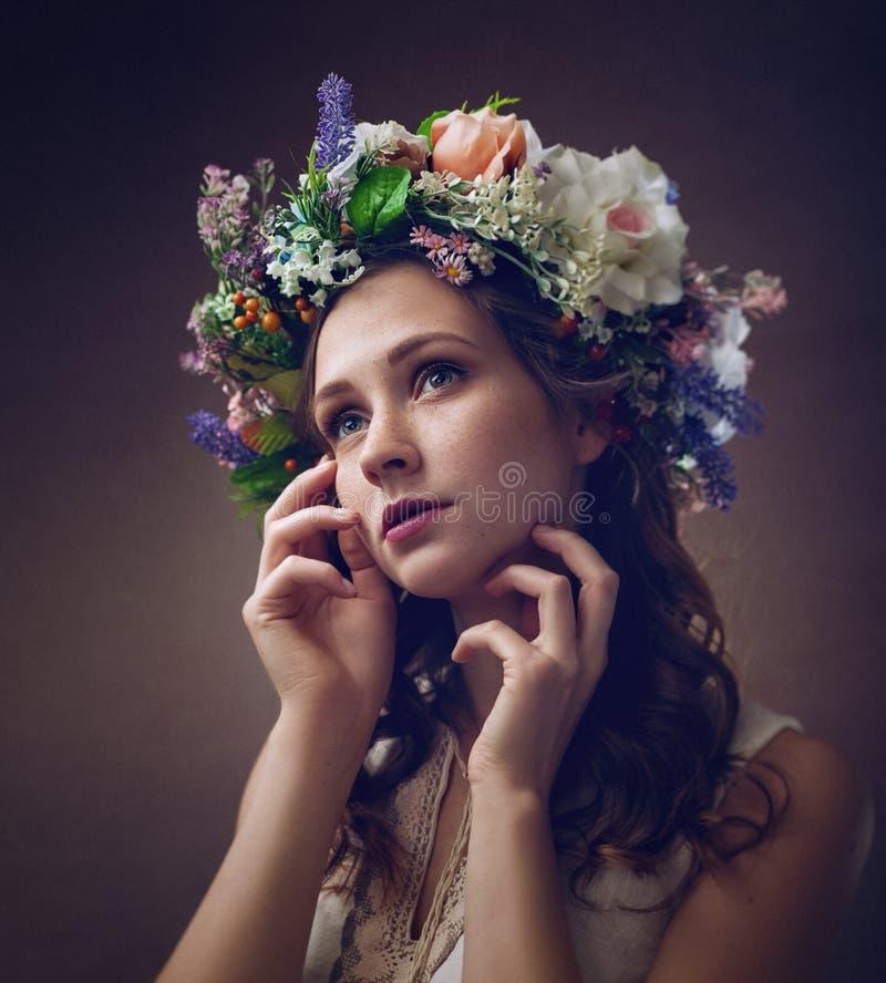 Ethno秀丽 美丽的妇女年轻人 免版税图库摄影