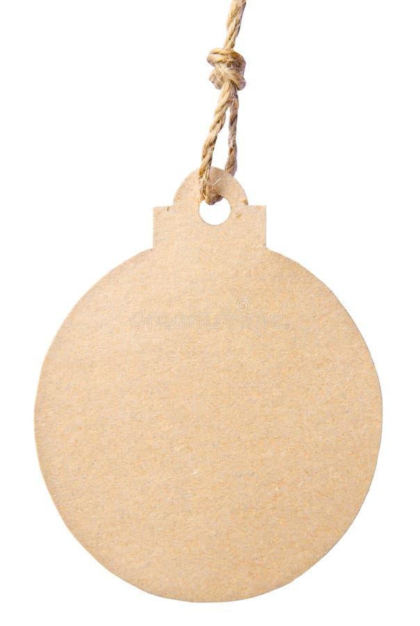 Etichetta in bianco legata con corda marrone isolata contro un backgr bianco immagini stock