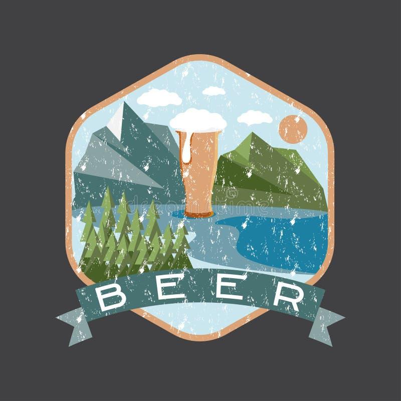 etichetta del vetro di birra con le montagne illustrazione di stock