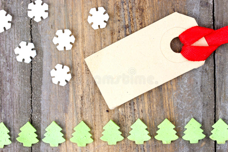 Etichetta dell'etichetta del cartone con i fiocchi della neve ed i dolci dell'albero di Natale fotografia stock libera da diritti