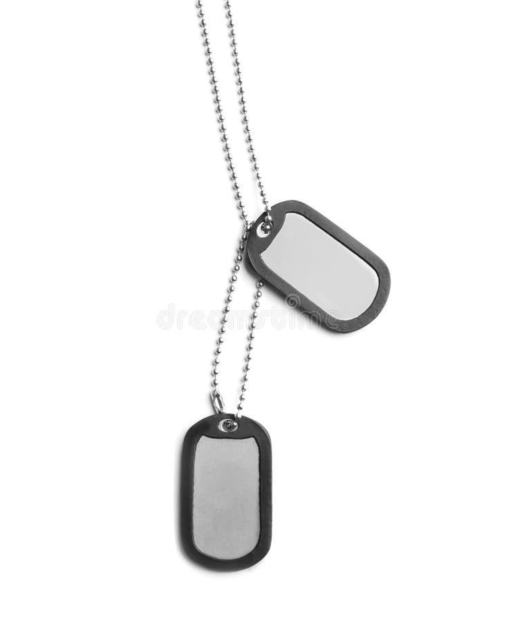 Etichette militari di identificazione del metallo su bianco immagine stock