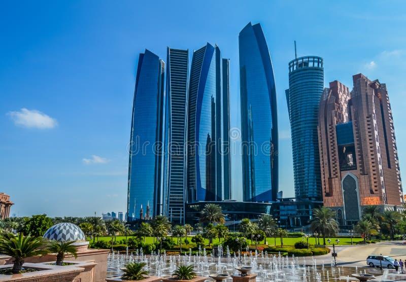 Etihad g?ruje, serie pi?? wysokich budynk?w i hotel w Abu Dhabi Corniche, UAE obraz royalty free