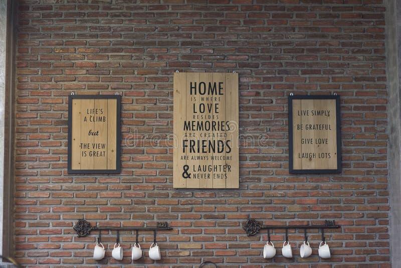 Etiket op de muur stock foto