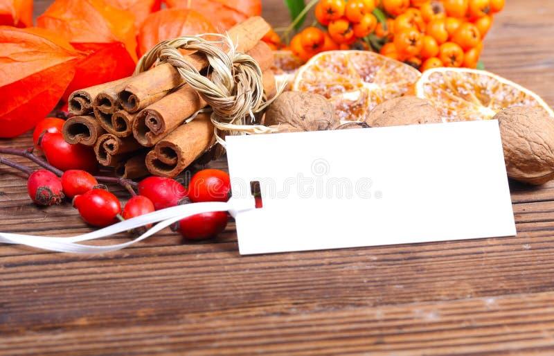 Etikett på wood och naturliga material fotografering för bildbyråer