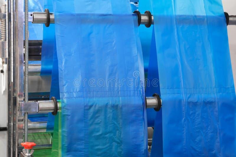 Etiketten die op de machine van de flexodruk vervaardigen stock afbeeldingen