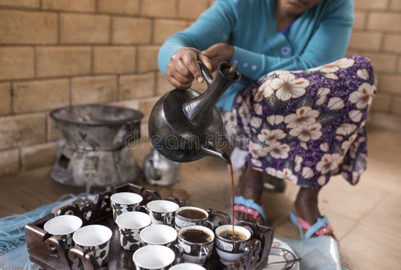 Etiopisk kaffeceremoni arkivbilder