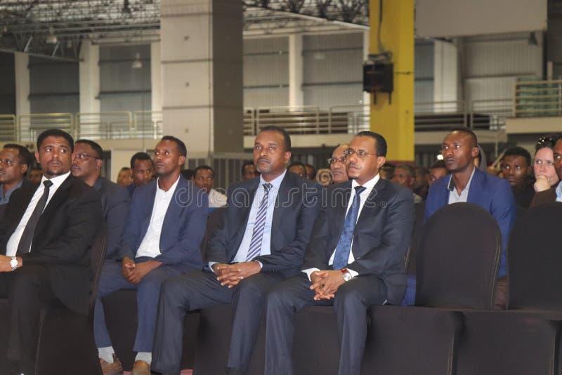 Etiopisk representantshimelsabdisa, miljon mathewos, lemmamegersa som sitter i milleniumkorridoren av Addis Ababa Etiopien royaltyfria bilder