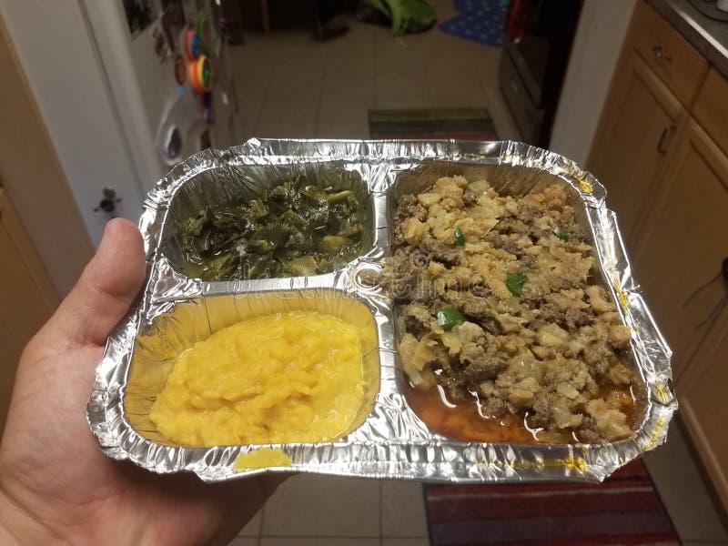 Etiopska karmowa wołowina, jelito, szpinaki i koloru żółtego warzywo zdjęcia royalty free