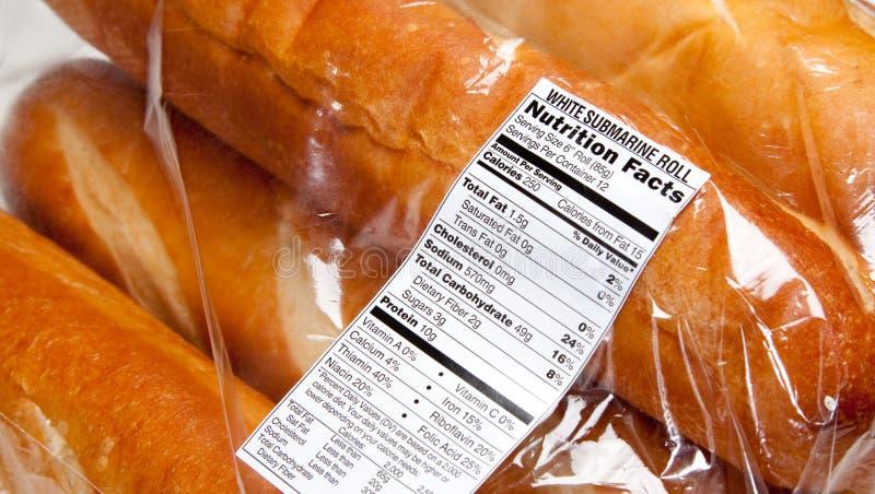 Etiqueta da nutrição em nacos do pão francês fotos de stock