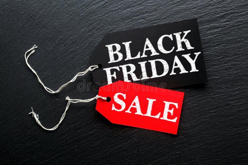 Etiqueta da venda de Black Friday na ardósia escura foto de stock royalty free