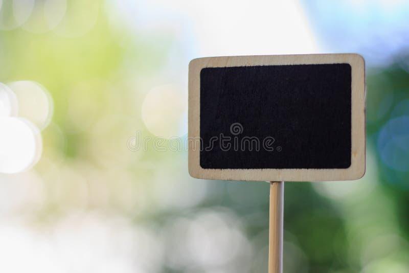 Etiqueta de madeira vazia do quadro-negro imagens de stock royalty free