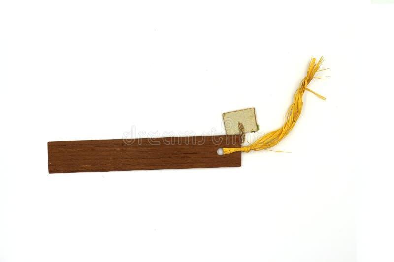 Etiqueta de madera rústica con la cuerda fina, marca de libro de madera aislada en el fondo blanco fotos de archivo libres de regalías