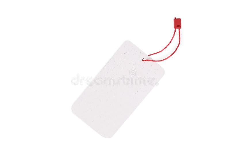 Etiqueta en blanco atada con la secuencia roja aislada en el fondo blanco foto de archivo