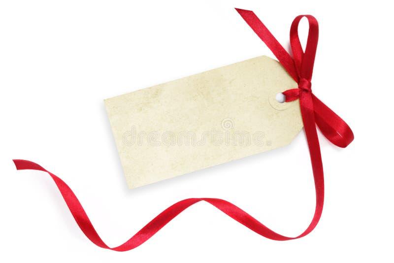 Etiqueta en blanco con la cinta roja foto de archivo libre de regalías