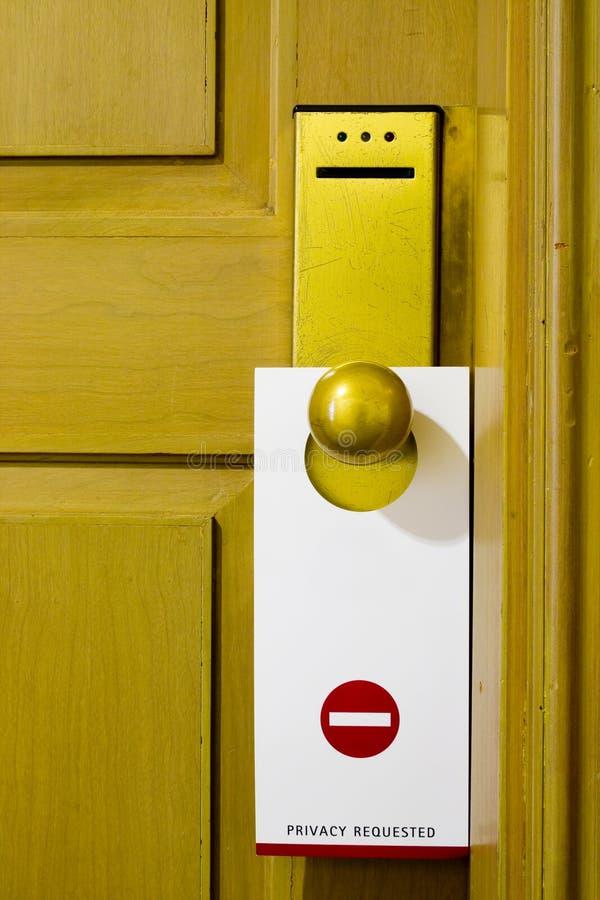 Etiqueta en la maneta de puerta foto de archivo