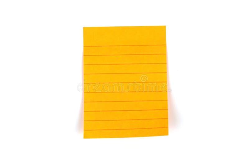 Etiqueta engomada anaranjada en blanco del papel de nota de los posts con la línea en el backgrou blanco imagen de archivo libre de regalías
