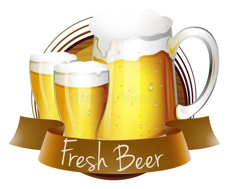 Etiqueta fresca de la cerveza con la jarra y los vidrios de cerveza ilustración del vector