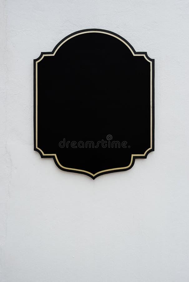 Etiqueta negra vacía en estilo del vintage en crudo texturizada de w concreto imágenes de archivo libres de regalías