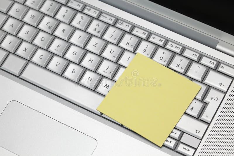 Etiqueta no teclado do portátil imagens de stock royalty free