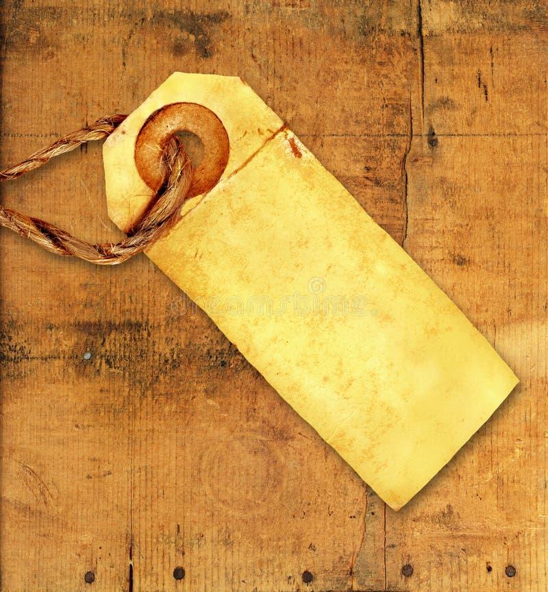 Etiqueta vieja en la madera resistida imagenes de archivo