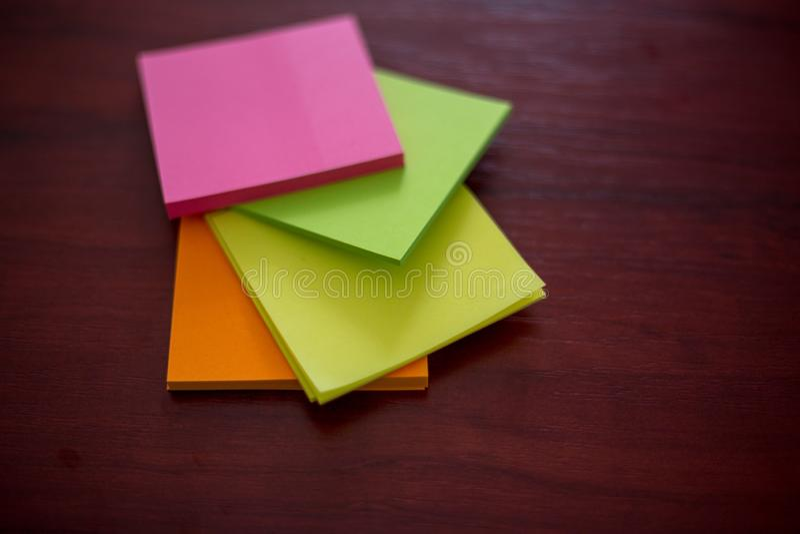 Etiquetas coloridas, imagens de stock