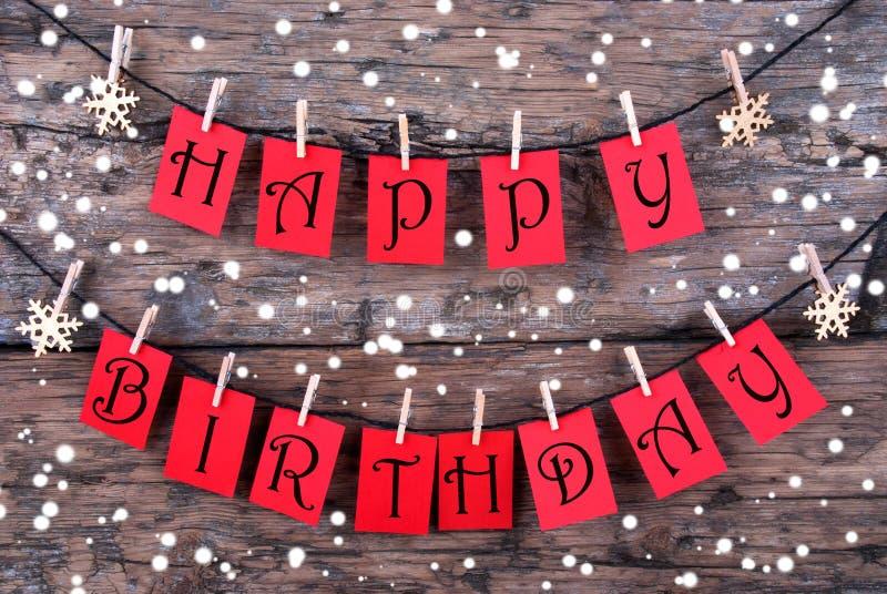 Etiquetas con deseos del feliz cumpleaños en la nieve foto de archivo libre de regalías