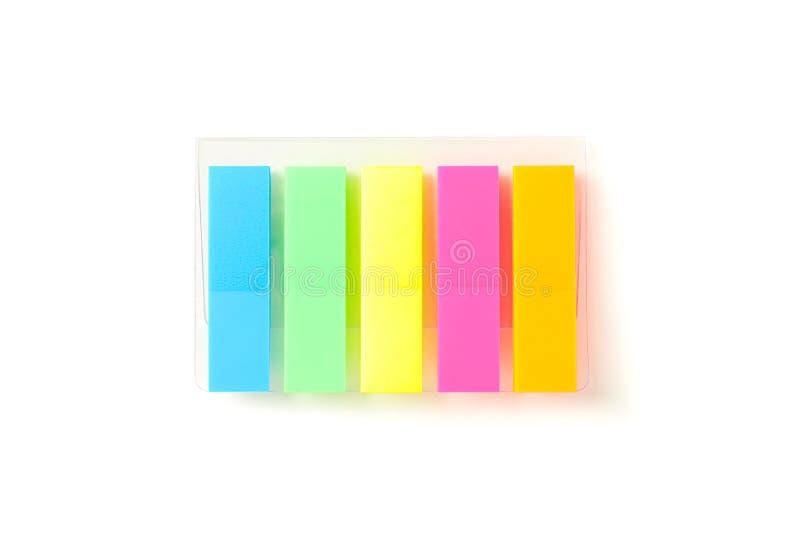 Etiquetas da cor no empacotamento transparente isoladas imagens de stock
