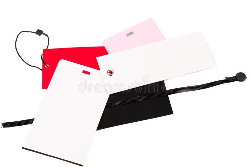 Etiquetas diferentes da roupa do vestuário isoladas no fundo branco foto de stock