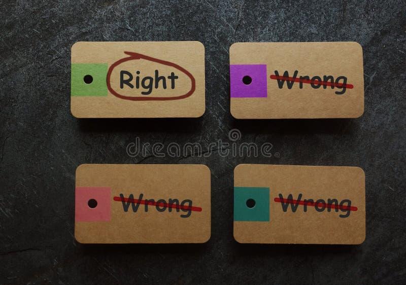 Download Etiquetas Direitas E Erradas Foto de Stock - Imagem de oposto, erro: 107525770
