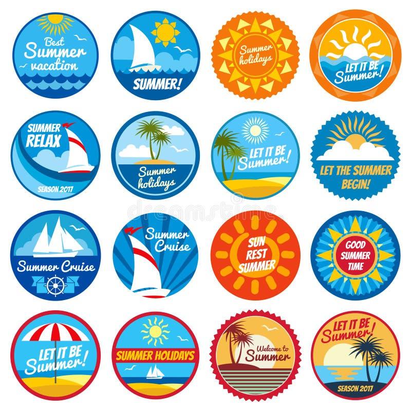Etiquetas do verão do vintage Logotipos tropicais com tipografia - emblemas do vetor do feriado com sol e mar ilustração stock