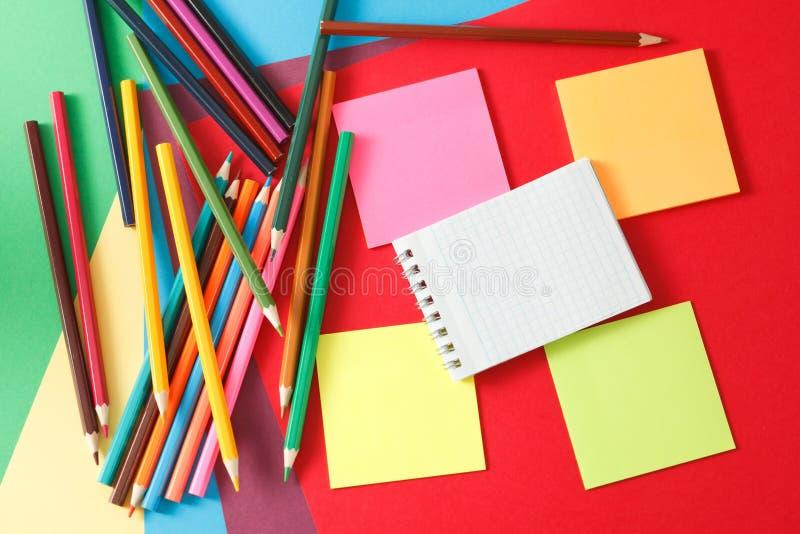 etiquetas e lápis fotografia de stock