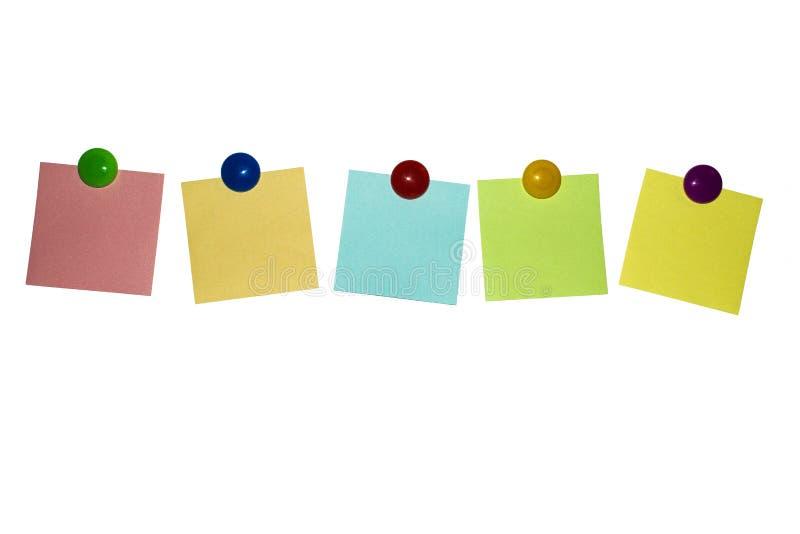 Etiquetas engomadas limpias multicoloras en los imanes foto de archivo