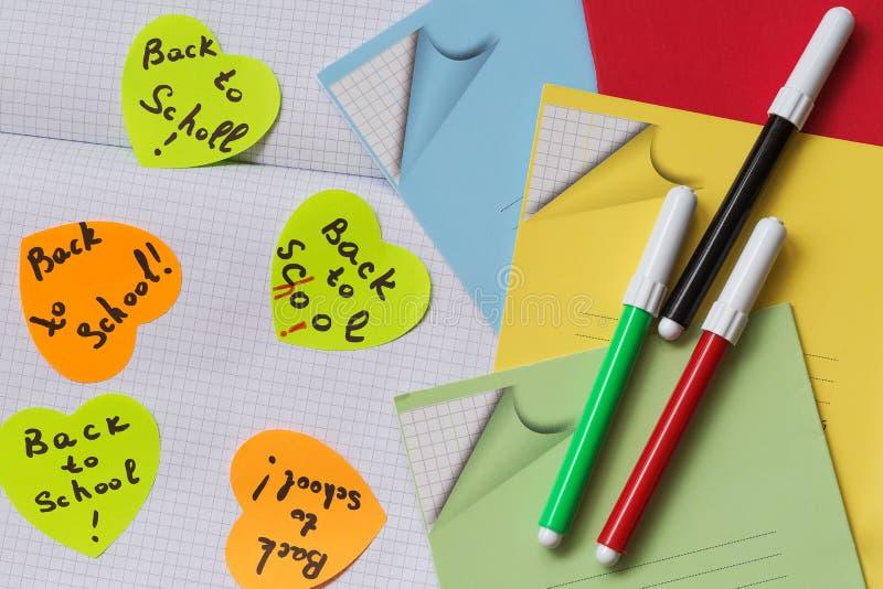 Etiquetas - lembrete, fontes para alunos imagens de stock