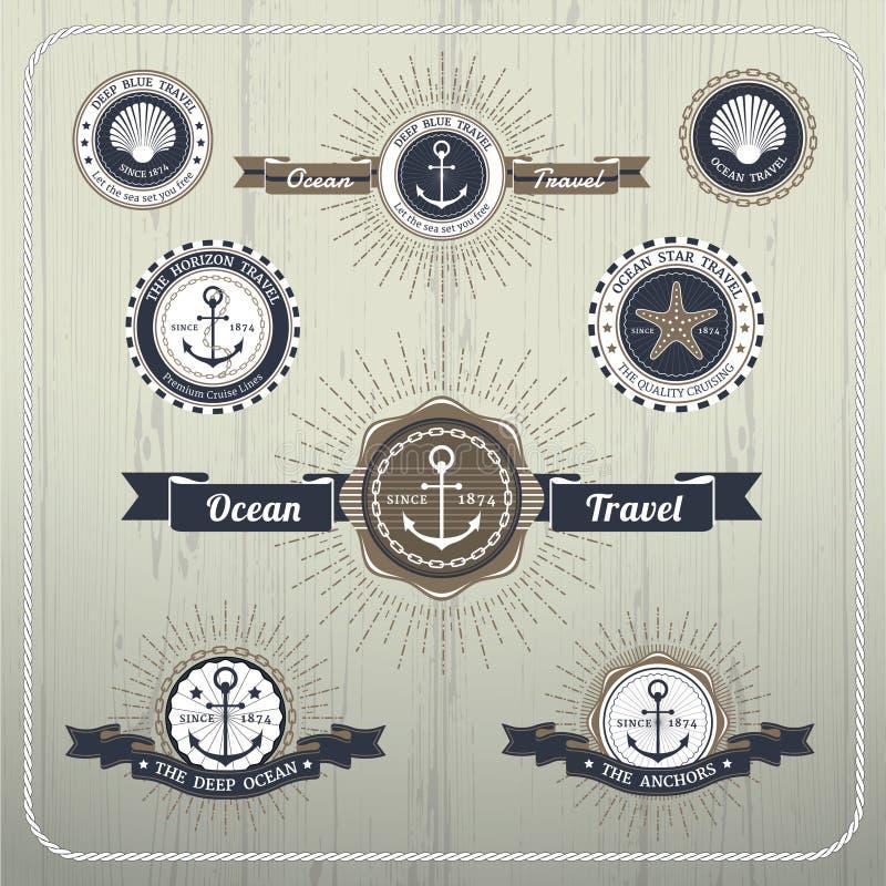 Etiquetas náuticas do curso da âncora com explosão e fita do raio ilustração royalty free